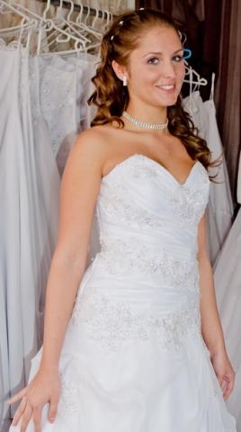 48c240abc8 Menyasszonyi ruha szalon, esküvői ruha kölcsönző - Eskuvo-center.hu