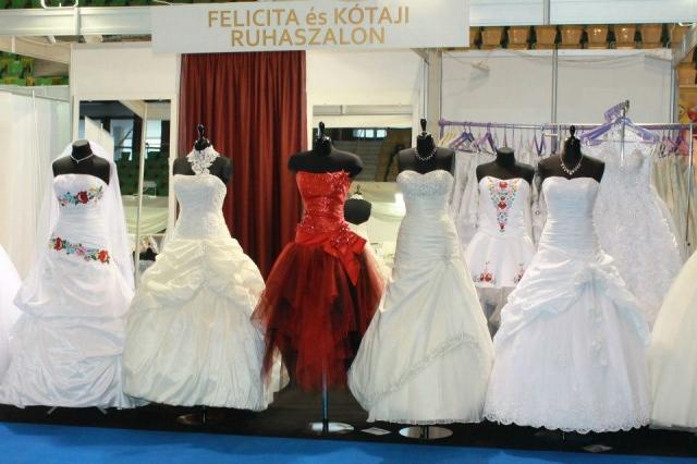 4225acca56 Menyasszonyi ruha szalon, esküvői ruha kölcsönző - Eskuvo-center.hu